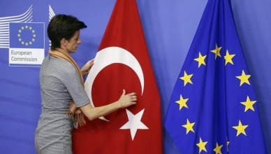 2016-04-14T131658Z_1_LYNXNPEC3D0UA_RTROPTP_3_EU-TURKEY